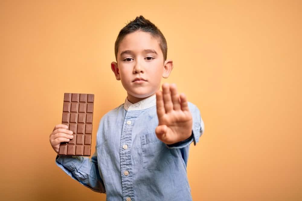 Kind mit Schokolade