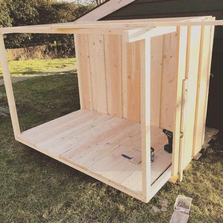 Unsere selbst gebaute Hundehütte